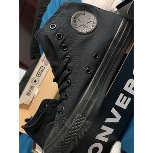 Women's black Converse size 9